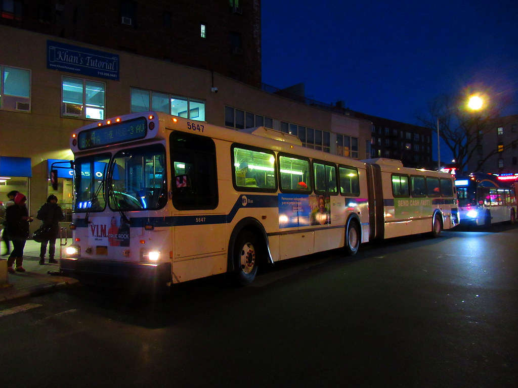 2003 New Flyer D60HF Articulated 5647 on the Bx4A at Hugh Grant Circle & Cross Bronx Expressway Service Road North