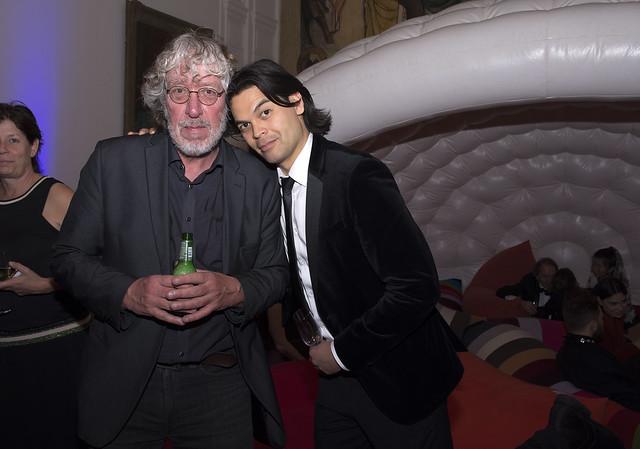 Rob Schouten en Gustaaf Peek (Houellebecq op achtergrond)