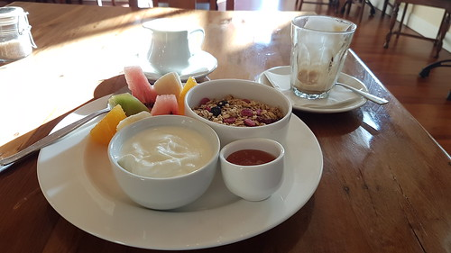 Mint (Left Bank) café fresh fruit & muesli