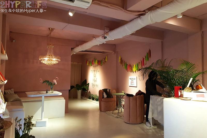 47303789372 eea383dacd c - Rosé  CLUB│一樓賣衣服,二樓賣吃的,大量粉紅元素讓這成為網美打卡點,就連水餃也都是粉紅色的哦!
