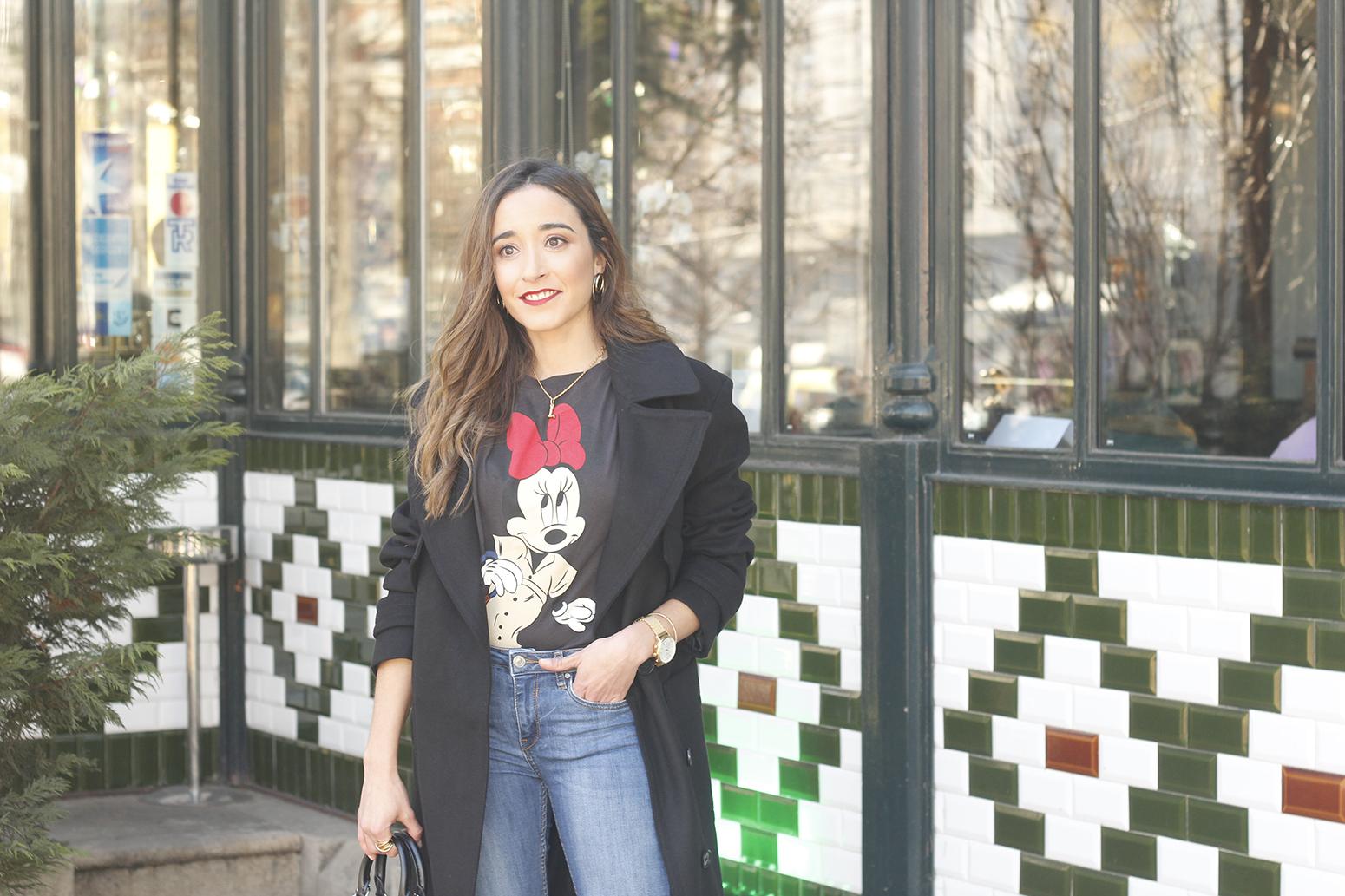 black trench coat amazon fashion minnie t-shirt louis vuitton bag uterqüe street style outfit 201910