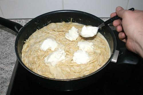 5 2 -Frischkäse & Sauerrahm unterheben / Fold in cream cheese & sour cream