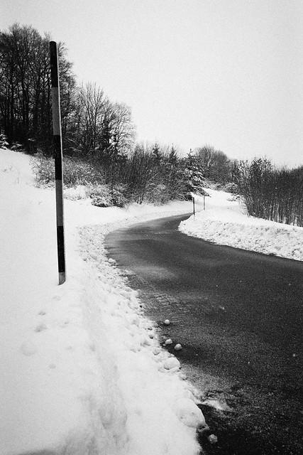 Pole waiting for snow., Panasonic DC-GX9, Lumix G Macro 30mm F2.8 Asph. Mega OIS