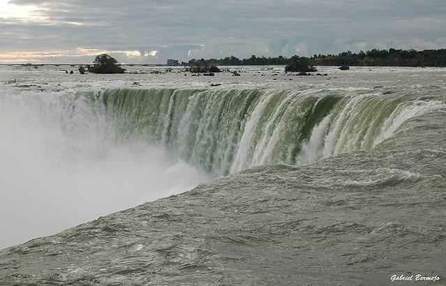 The edge - Niagara Falls