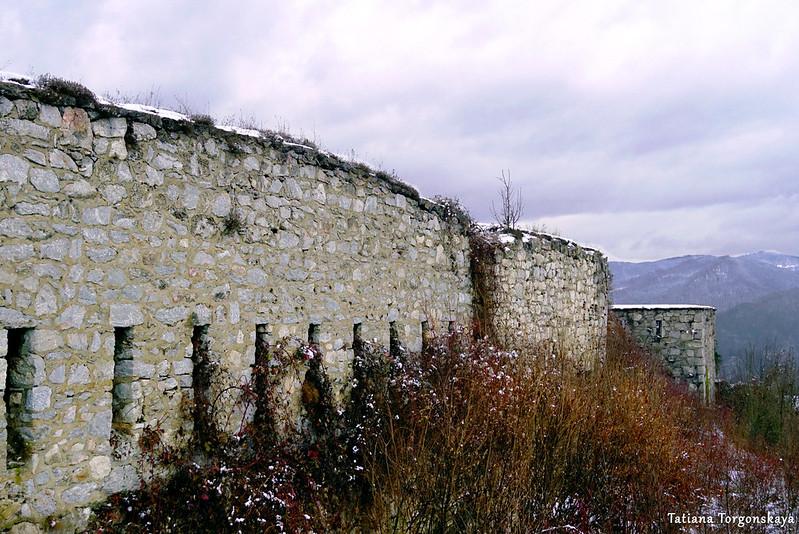 Крепостная стена, вид с внешней стороны