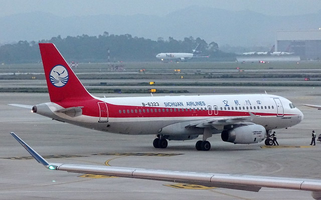 Sichuan Airlines Airbus A320 B-6323