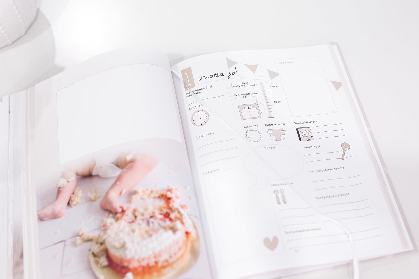 pieni ja täydellinen vauvakirja sivut