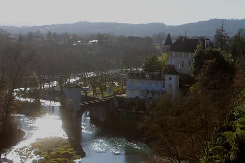 El castillo y el reflejo del río
