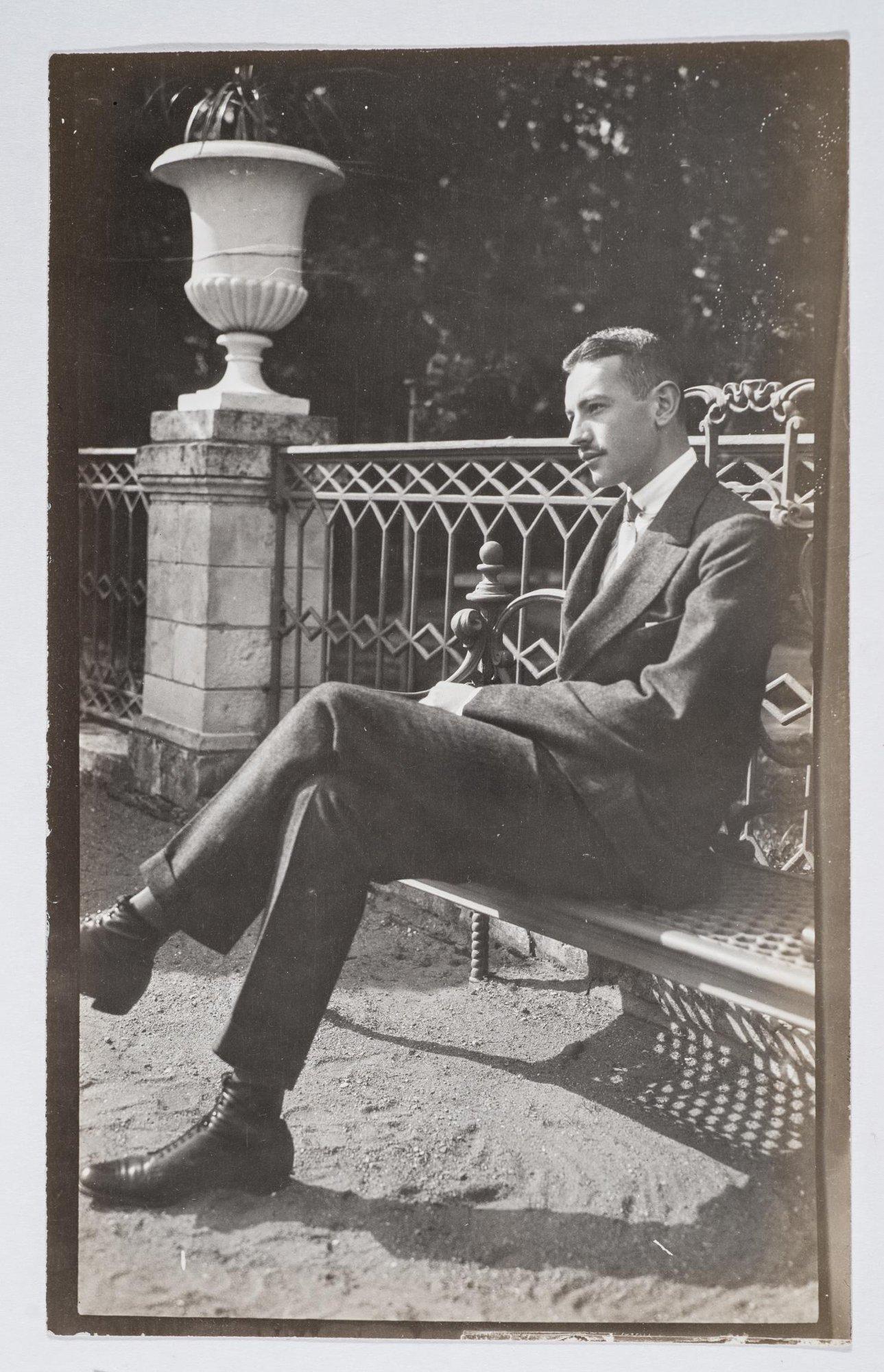 1912. Николай Волков на террасе в Поречье
