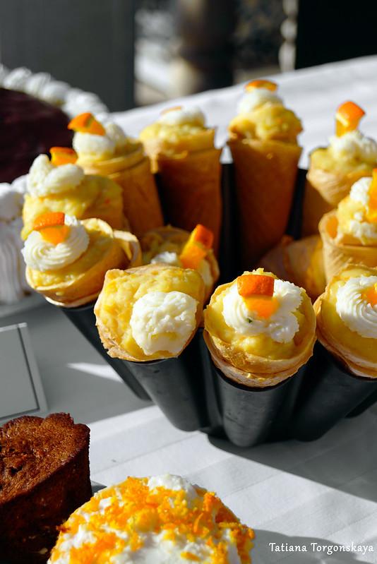 Десерт в рожке