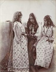 Portrait de jeunes filles (Institut du monde arabe - Tourcoing)