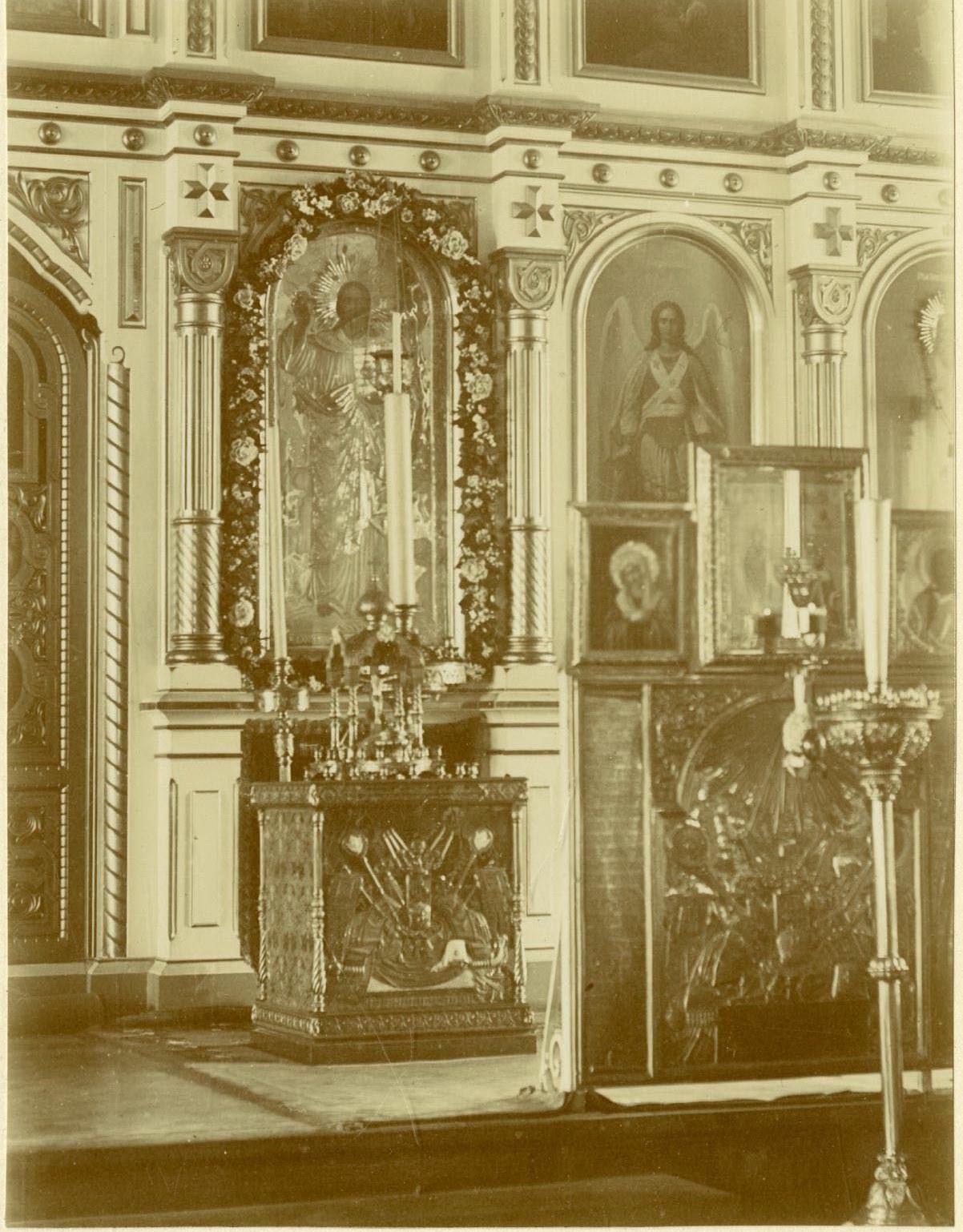 22. Исидоровская церковь, могила митрополита Исидора