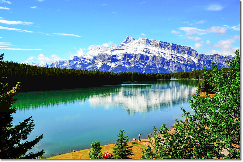 Two Jack Lake, in the background is the Mount Rundle 1