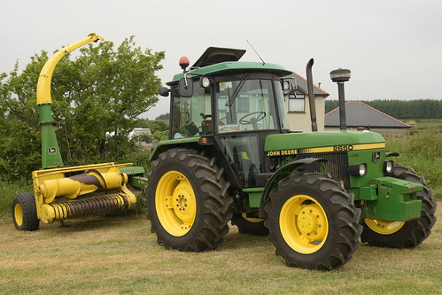 Moogely Vintage Club Silage Working Day June 2018 John Deere 2650 Tractor with a John Deere 3765 Trailer Forage Harvester