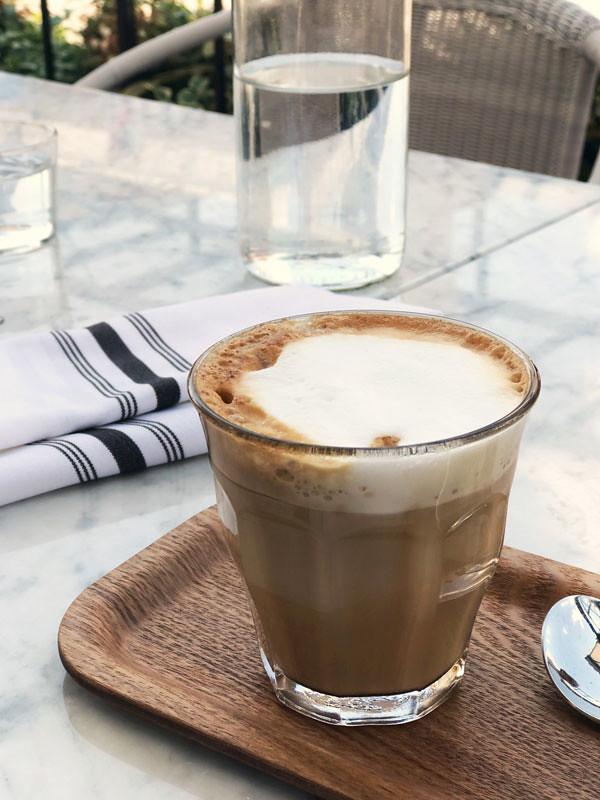 6_lov_centropolis_laval_vegan_almond_latte
