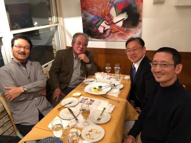 虎の門病院 谷口修一副院長と、東京女子医科大学 村垣善浩教授と、写真家の遠藤湖舟さんと。