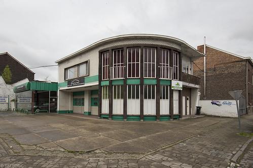 De garage op de hoek