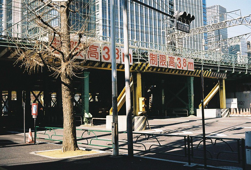 Leica M2+Leitz Summicron 35mm f2 0+Kodac Ultramax 400有楽町駅前高架下