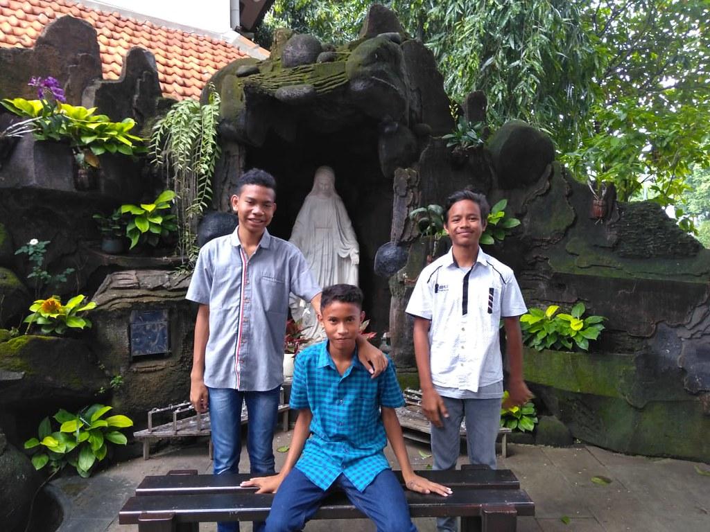 Kisah Tiga Pemuda Calon Penghuni Seminari