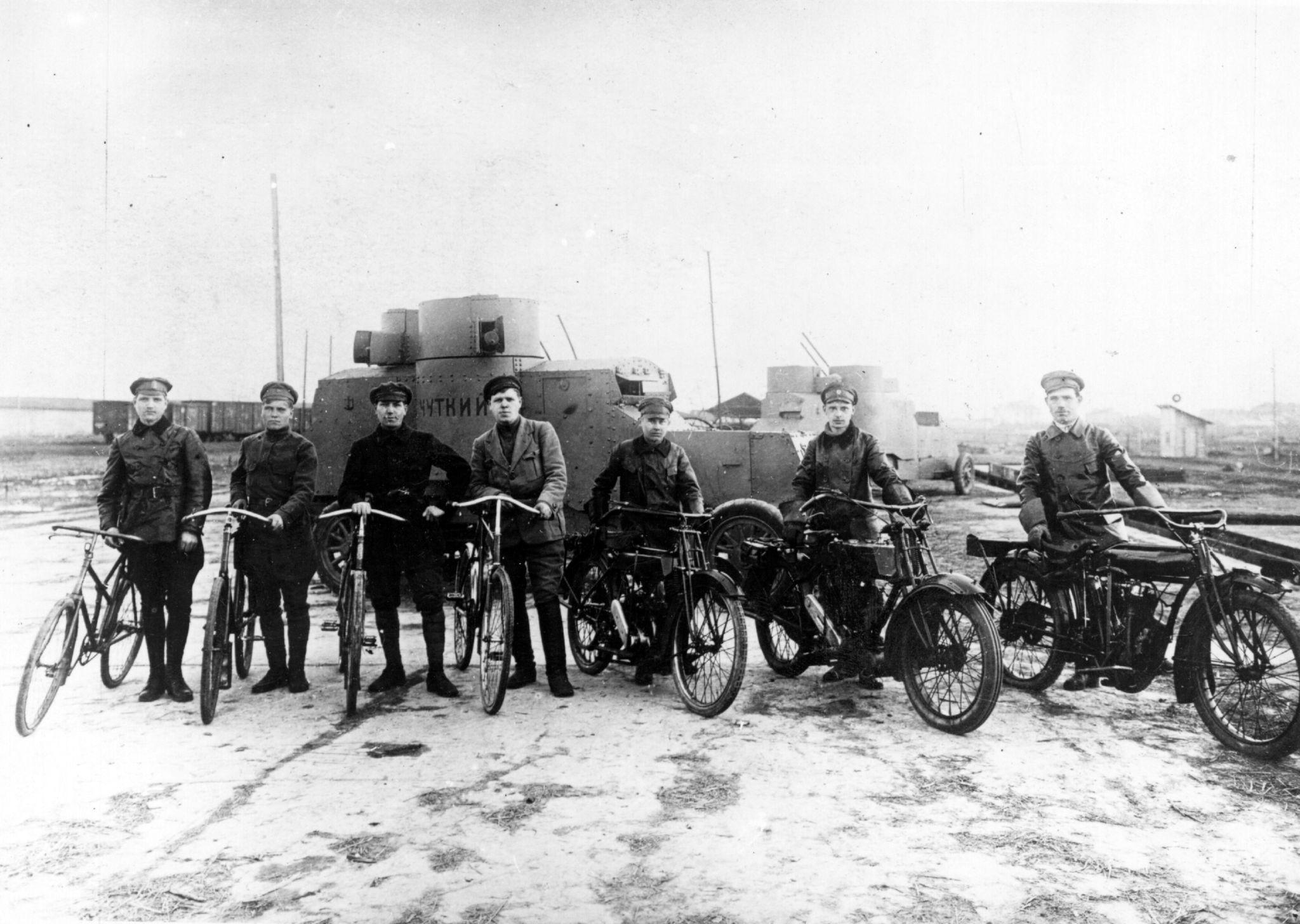 Члены большевистской части, участвовавшей в срыве наступления генерала Юденича на Петроград