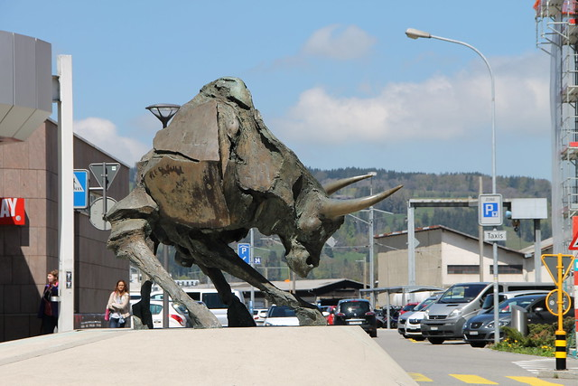 Sculpture of a Bull, Canon EOS 1100D, Canon EF-S 18-135mm f/3.5-5.6 IS