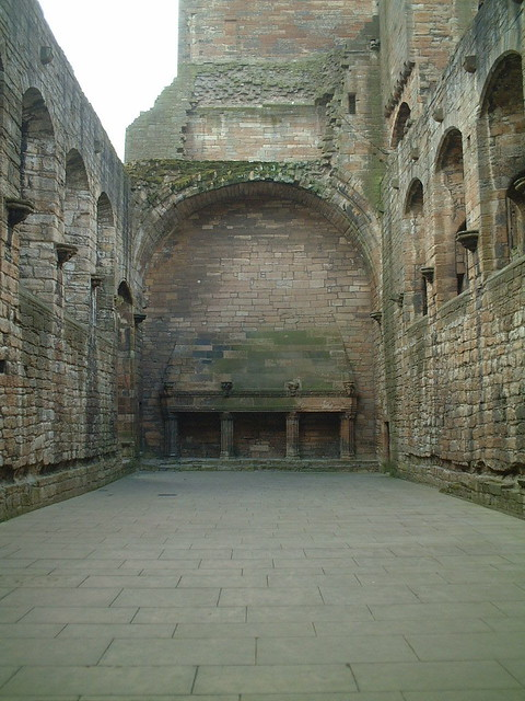 Linlithgow Palace, Great Hall triple fireplaces