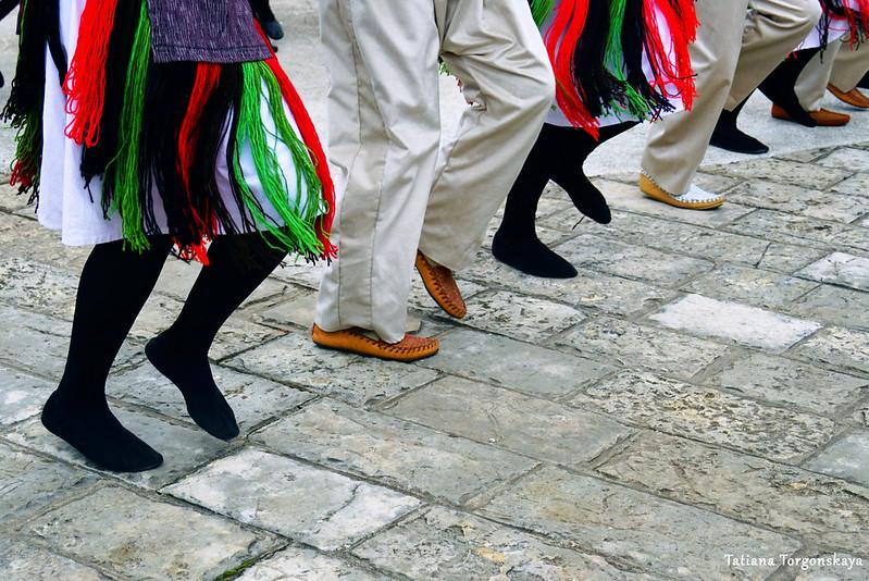Выступление фольклорного ансамбля в рамках фестиваля