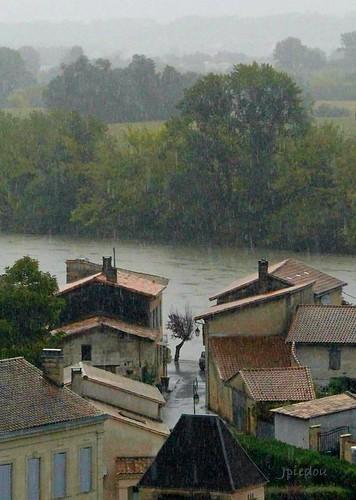 A Cabara, un jour où il pleuvait de grosses cordes.   (Aquitaine - France)