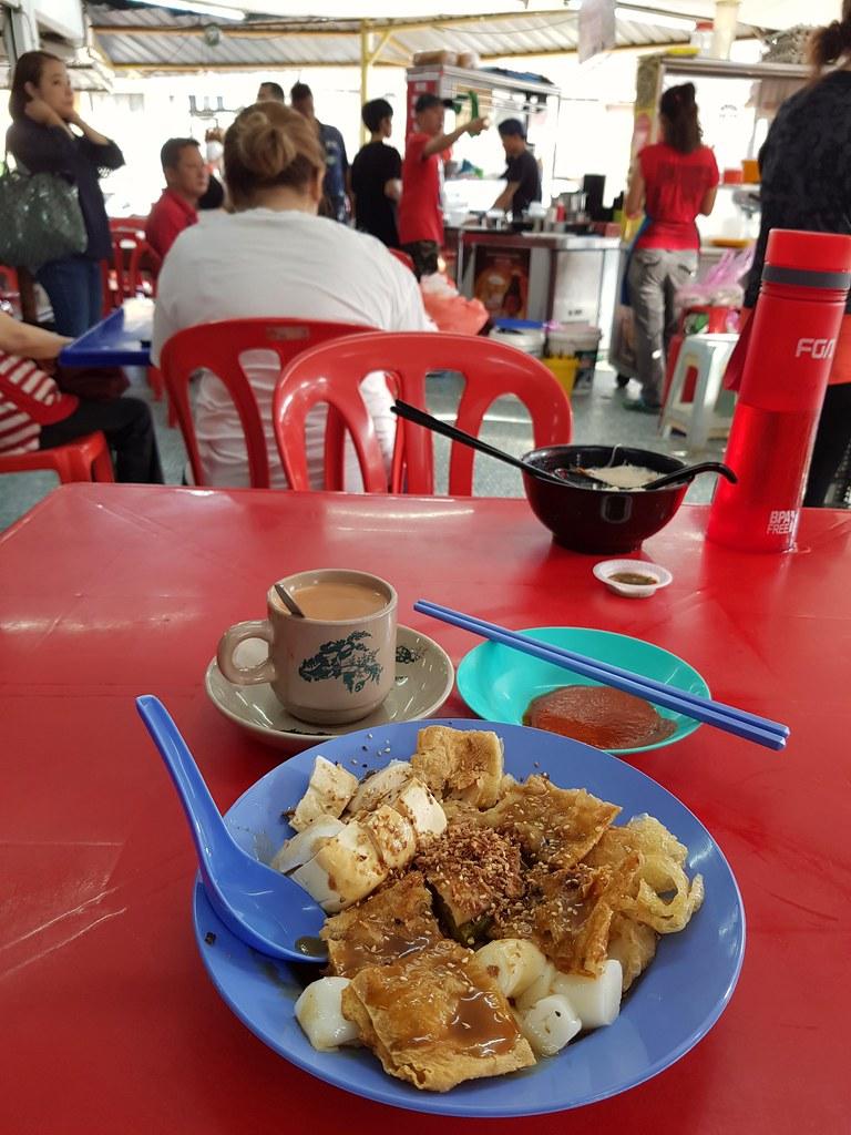 猪肠粉酿豆腐 rm$6.60 & TehC rm$1.60 @ 万顺茶餐室 Restoran Wan Shoon SS20