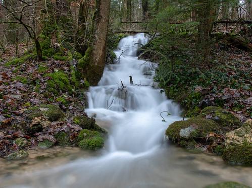Chute d'eau près de Romainmôtier