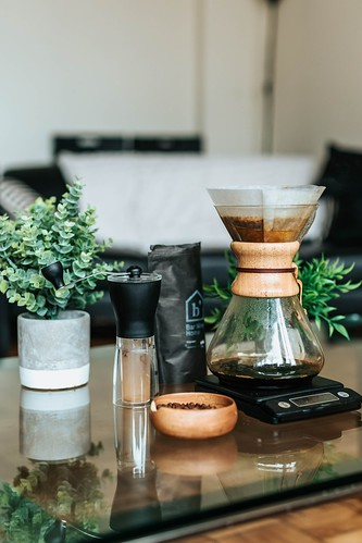 clear pour-over coffee brewer with digital scale - Credit to https://myfriendscoffee.com/