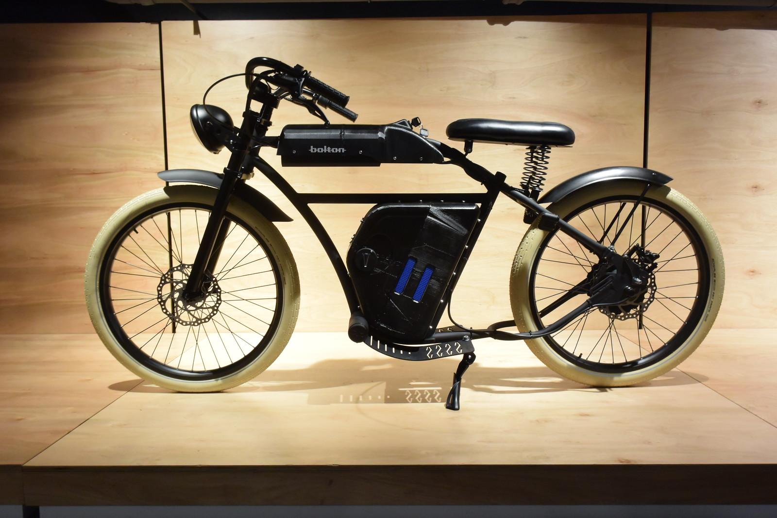 Recreación 19 - Motocicleta Bolton, proyecto de Diego Sangenis, de la Licenciatura en Diseño Industrial.