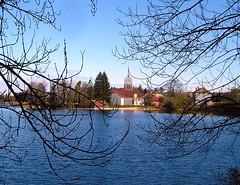 Eglise et lac de l'Abbaye
