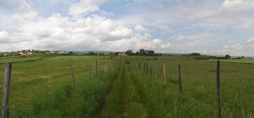 20080516 23802 0906 Jakobus Weg Wiese Ortschaft Häuser Hügel_P01