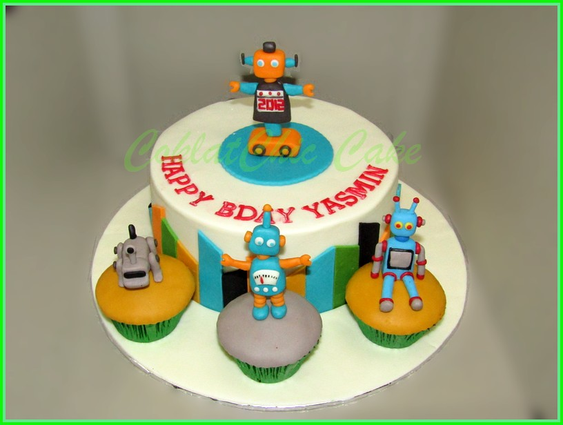 Cake dan Cupcake Robot YASMIN 20 cm