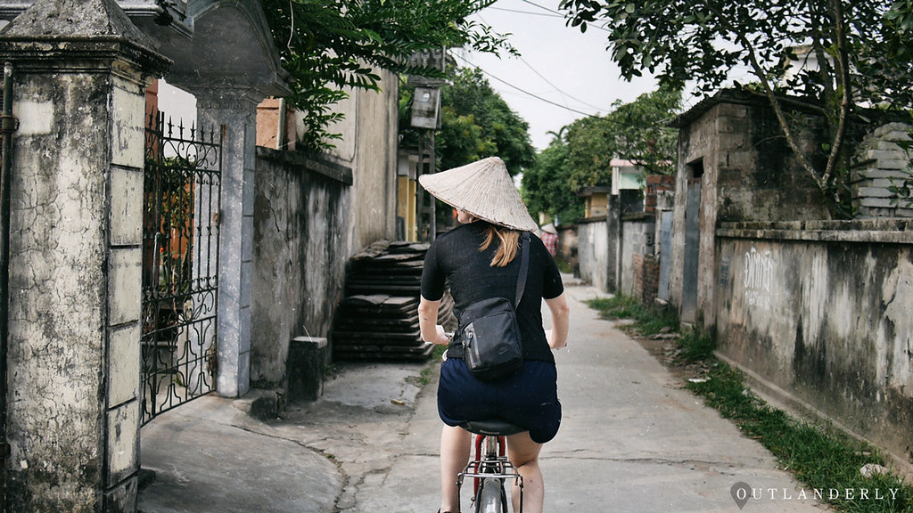 cycle-through-Ngoc-Hoa-Village