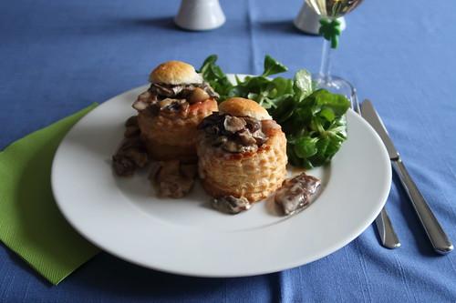 Königinnenpasteten mit Pilz-Ragout und Feldsalat