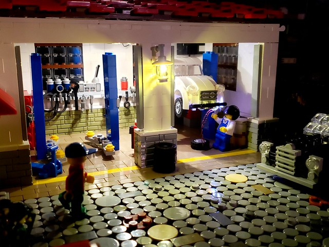 MOC LEGO Vintage Car Garage