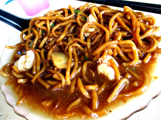 Foochow fried noodles, tossed