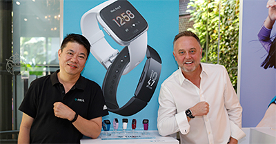Consumers of any fitness level can choose the wearable that fits his/her needs. Louis Lye (Left), Regional Director, SEA, HK & Taiwan, Fitbit; and Steve Morley, VP & GM, APAC, Fitbit.