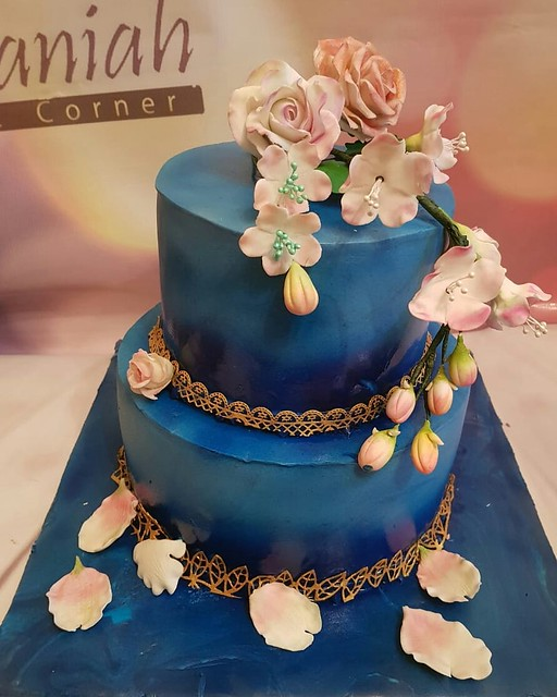 Floral Cake by Raniah Agamia
