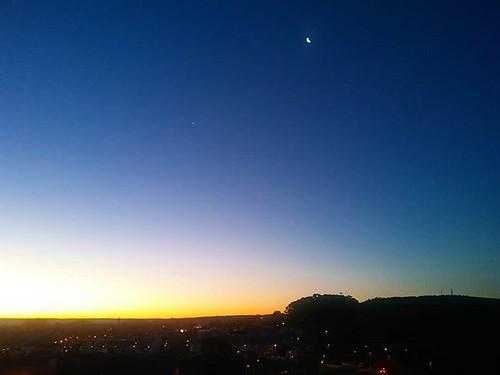 Venus y la luna en el último amanecer del año. #sunrise #31diciembre #amanecer #coruña