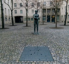 Berlin -  Man with hands tied (1953)
