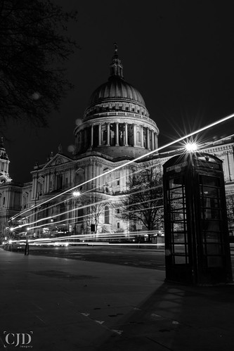 St Paul's.....(Crazy Tuesday! - Black and White)