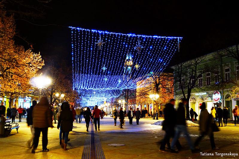 Вид на праздничную улицу Змай Йовина
