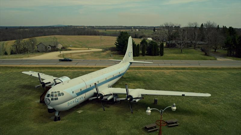 The airplane on the way to the rock house