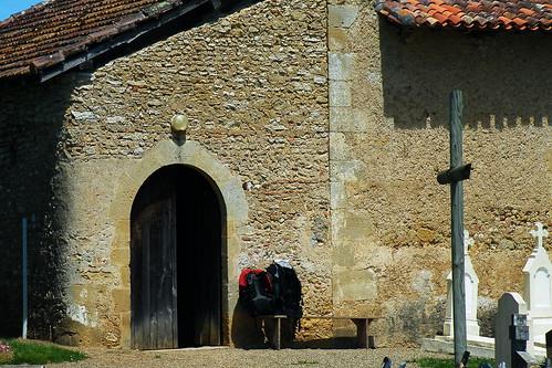 20090528 149 1107 Jakobus Sensacq Kirche Pilgerrucksack_K