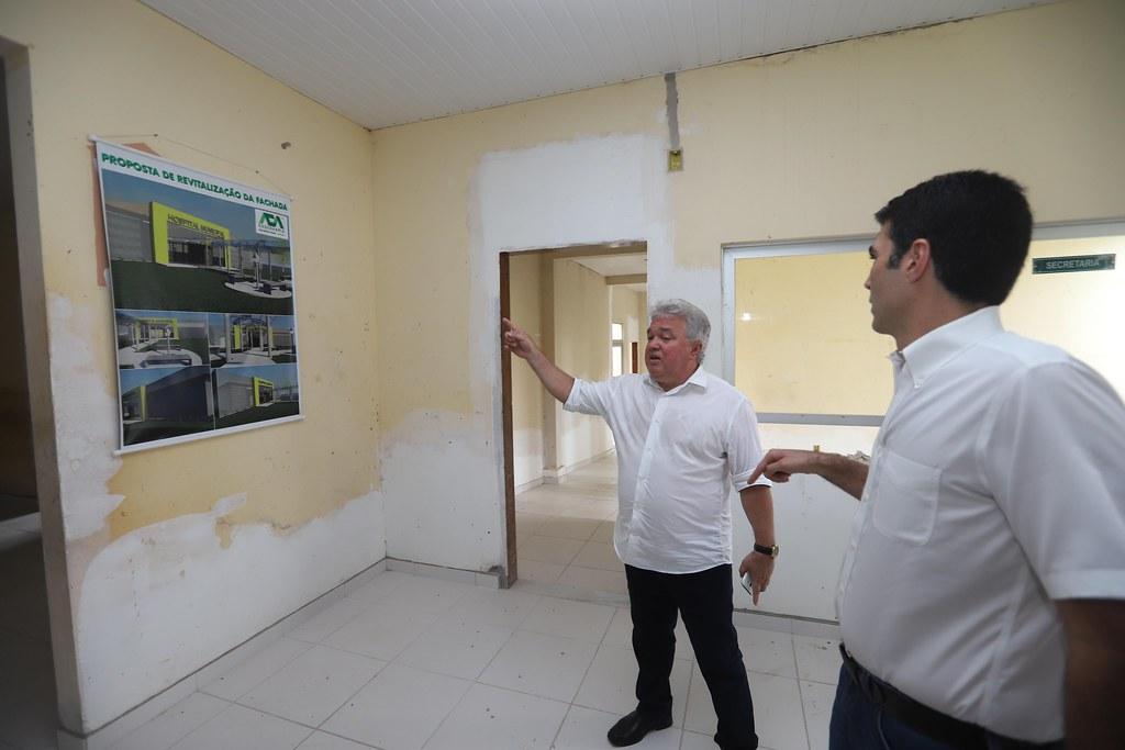 Governador garante repasse de R$ 350 mil para prefeito concluir hospital de Mojuí, Jailson e Jader