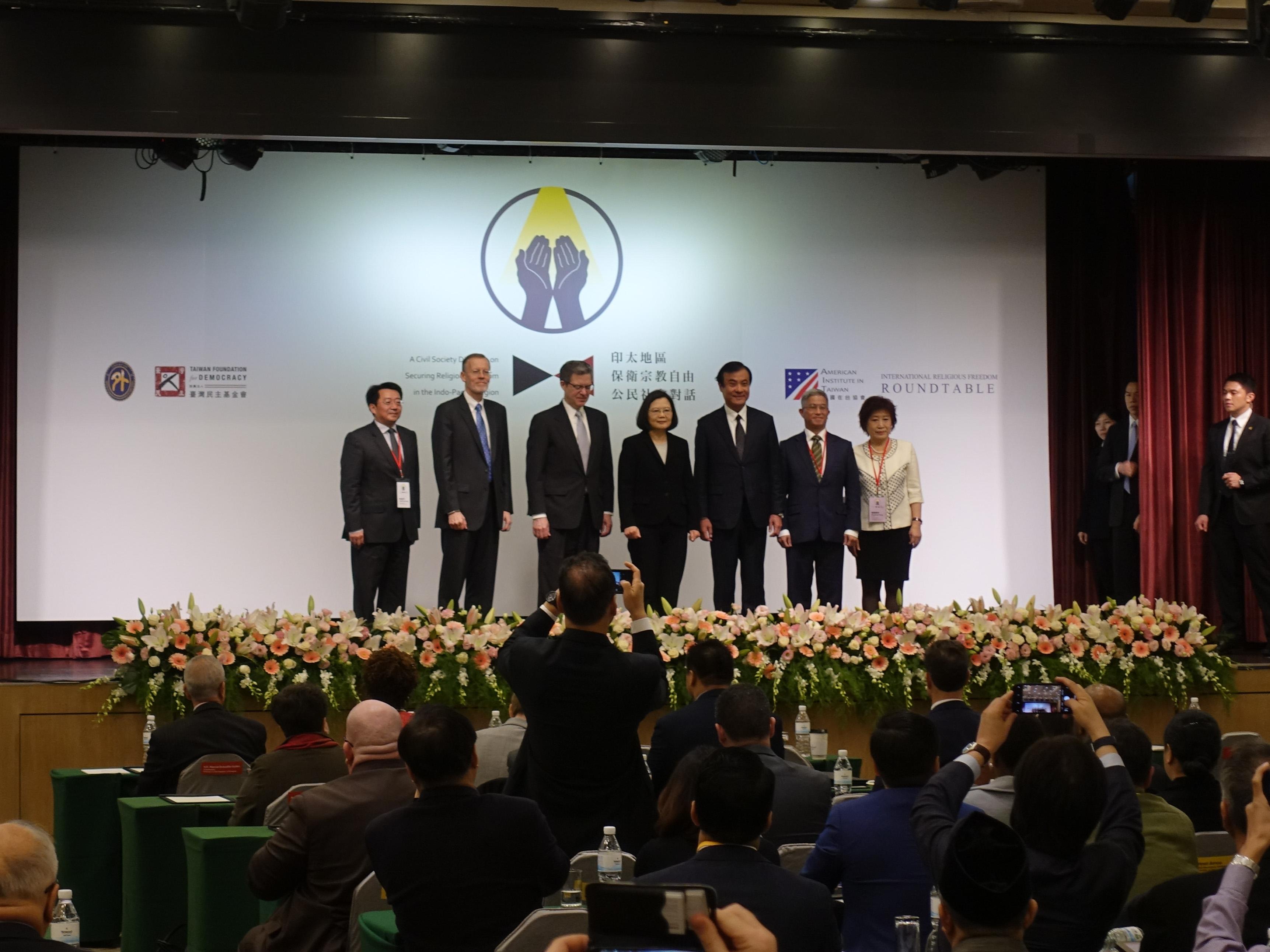 總統蔡英文(中)、立法院長蘇嘉全皆出席今日會議。(攝影:張智琦)
