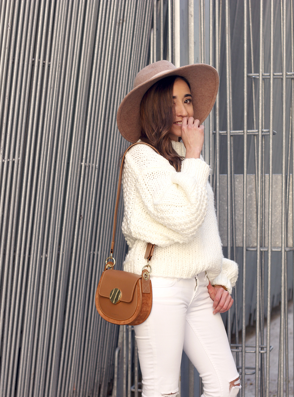 white outfit  beige hat beige bag street style casual outfit 20196
